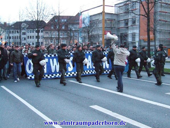 Le Mouvement en Allemagne - Page 2 Fans_arminia_abmarsch_8